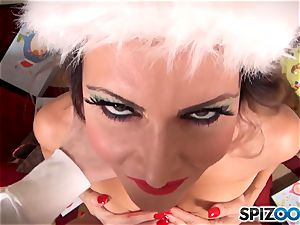 Xmas special with the wild sex industry star Jessica Jaymes fellating on santas hefty rigid on