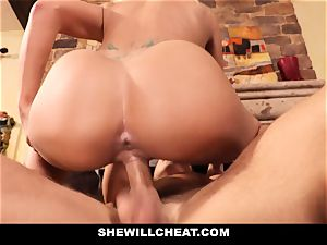 cuckold hubby witnesses Wifes poon Get demolished