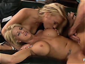 2 blondes tag teaming his chisel