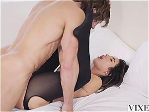 Eva Lovia porking an fascinating man