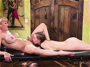 Jill Kassidy makes her warm mummy customer Brandi love climax