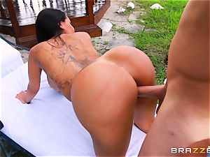 buxomy bikini ultra-cutie Lela Starr enjoys edible drilling outdoors