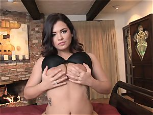 Keisha Grey messing with her super-hot raw cunny