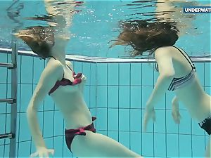 2 super hot teens in the pool