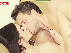German tourist stunner gets nailed in cuckold threesome