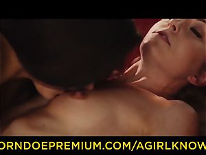 A lady KNOWS - Susy Gala humps super-fucking-hot lezzy with strap on dildo