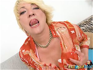 EuropeMaturE wild Amanda playing Alone with cunny