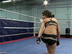 honey devil and Melanie Memphis do fight in the ring