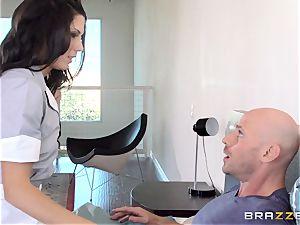 super-naughty maid Alexa Thomas pummels a hotel customer