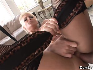Phoenix Marie gives us an outstanding assfuck this Xmas