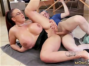 inexperienced cougar gloryhole very first time yam-sized funbag Step-Mom Gets a massage