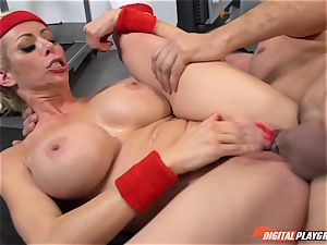 super-fucking-hot cougar Alexis Fawx gargling man rod at the gym