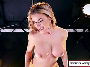 watch Jessa Rhodes taking a gigantic fuckpole down her hatch